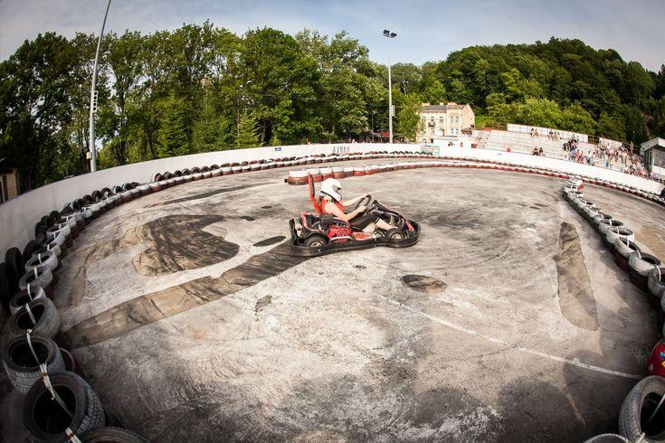 Hungaroring, czyli Grand Prix Formuły I Gokartów z udziałem vipów, rozegrany na przemyskim torze gokartowym Kroskart, okazał się prawdziwym przebojem tegorocznego 14. Wielkiego Pikniku Charytatywnego.  #cross-kart #gokarty #crosskart #chellenge