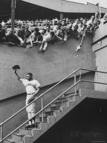 Fans Welcoming Giants Star Willie Mays at Polo Grounds Premium Photographic Print
