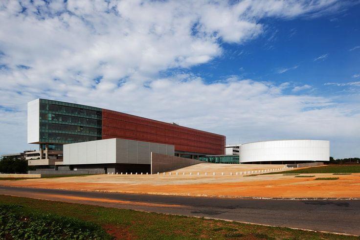 Câmara Legislativa do Distrito Federal - Galeria de Imagens   Galeria da Arquitetura