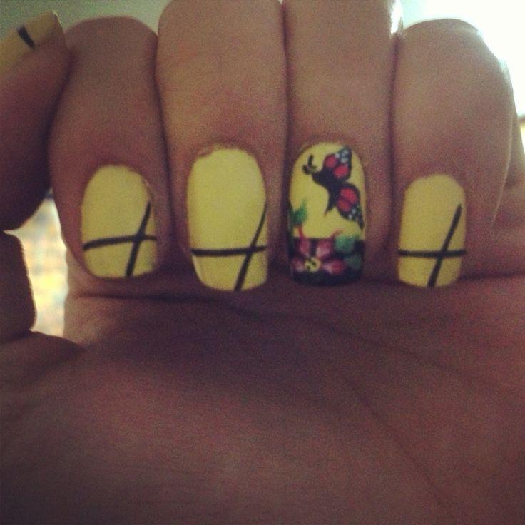 Uñas amarillas mariposas