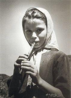 Κορίτσι με φλογέρα  Σπύρος Μελετζής