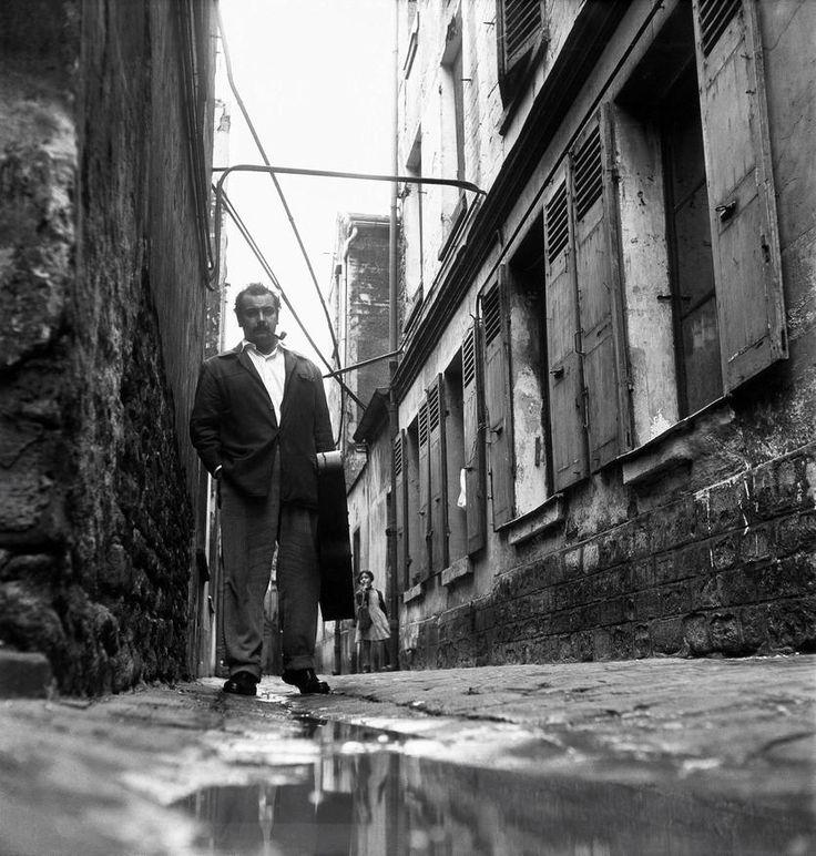 GEORGES BRASSENS, IMPASSE FLORIMONT, 1953 - La galerie photo ParisMatch.com