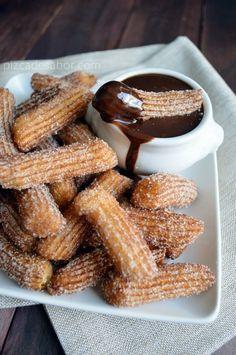 Churros con salsa de chocolate | http://www.pizcadesabor.com/2013/09/09/churros-con-salsa-de-chocolate/