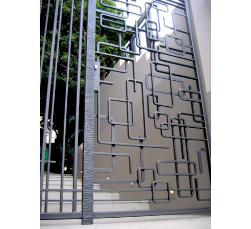 17 best ideas about modern gates on pinterest side gates for Grille metallique pour fenetre