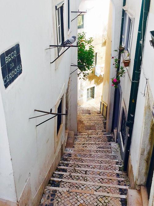 Alfama narrow street - Lisboa #Lisbon #Portugal