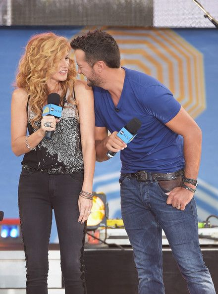 Luke Bryan Photos Photos - Actress Connie Britton (L) and musician Luke Bryan perform on ABC's 'Good Morning America' at Rumsey Playfield, Central Park on August 8, 2014 in New York City. - Luke Bryan Performs on 'Good Morning America'