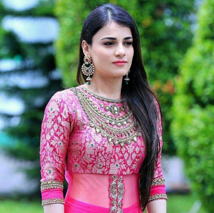 Radhika in pink.....Looking gorgeous