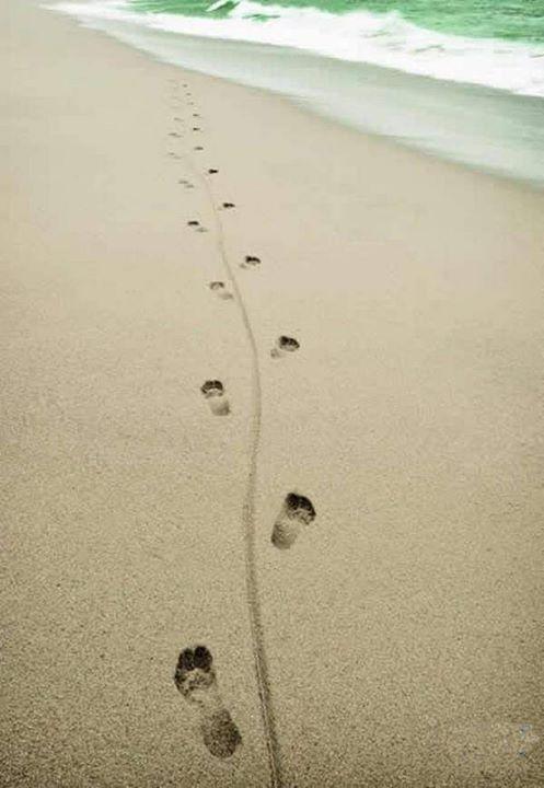 """""""Στη ζωη δεν μετράνε τα βήματα που κανεις....ούτε  τα παπούτσια που φοράς....  Αλλα τα αποτυπώματα που αφήνεις φεύγοντας""""..........."""