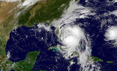 en directo: De ultimo minuto el huracán Nicole pega fuerte a B...