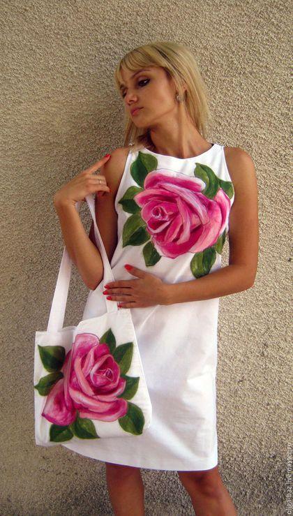 Купить или заказать Комплект из льна ' Розовая роза' в интернет-магазине на Ярмарке Мастеров. Комплект из платья и сумочки ' Розовая роза' пошит из белого льна. Фасон платья универсальный в виде трапеции. Без рукавов, вырез ' лодочкой'. Сумочка на подкладке, с длинными ручками, застежка на пуговичку. Яркий рисунок на платье и сумочке набит тонкой мериносовой шерстью в технике сухое валяние. С добавлением декоративных волокон.Рекомендую ручную стирку в прохладной воде.