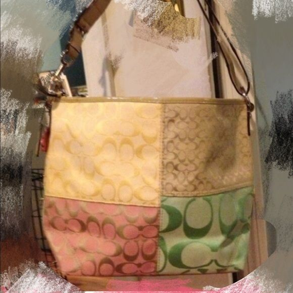 Coach patched Purse. Pretty and a lot of space. Normal wear and tears。 Stains inside. Coach Bags Shoulder Bags
