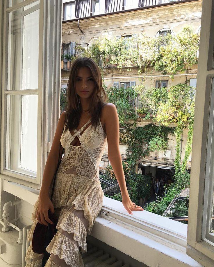 """632 k mentions J'aime, 2,196 commentaires - Emily Ratajkowski (@emrata) sur Instagram: """"Milano"""""""