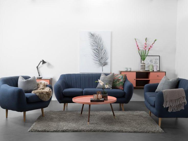 Taylor 3+2 Blå - TAYLOR är en snygg och retrodoftande möbelserie innehållandes fåtöljer och soffor.