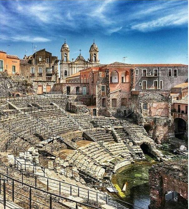 Teatro Greco - Romano e Odèon Catania Ph giampieromont #visitsicilyinfo #archaeology #discoversicily