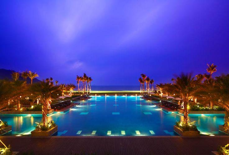 Follow Us Around the Hote ls in Sanya! (16-1) Sheraton Shenzhou Peninsula Resort – Swimming Pool. #sanyarepin #sanyaheartstohearts
