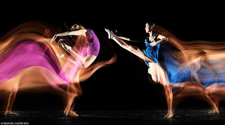 TWIN DANCERS