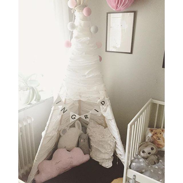 Ingrids myshörna  #barnrumsinspiration #inredning #barnrum #barnrumsinspo #kidsroom #tipi #tent #tipitält #playtent #pillow #molnkudde #cloudpillow #diy #doityourself #lagerhausfavoriter