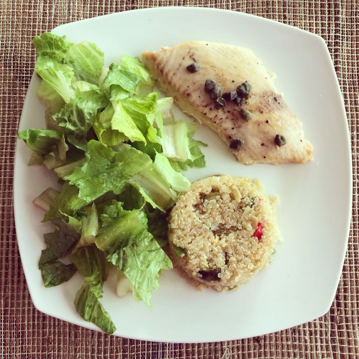 Reineta al horno con ensalada de quinoa y lechuga.. Almuerzo perfecto