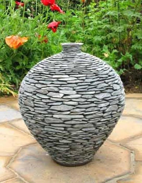 Предлагаю вашему вниманию интересный способ декорирования различных предметов, от ваз и плошек до больших цветочных вазонов. Такой вазон отлично впишется в экстерьер дачного патио или …