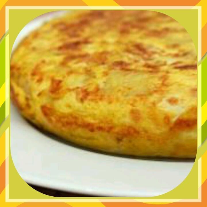 Una leggerissima frittata al forno con cipolle per mantenersi leggeri con gusto! Si puo' personalizzare con tante altre verdure o gustarla come omelette!