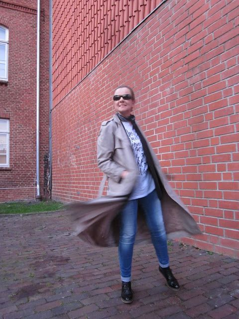 Fashion translated: Outfit: Twirling in a trench Trenchcoat Schnürschuhe