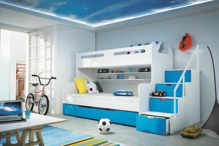 kinderzimmer gestalten junge blau und weiß fußball fahrrad treppe ...
