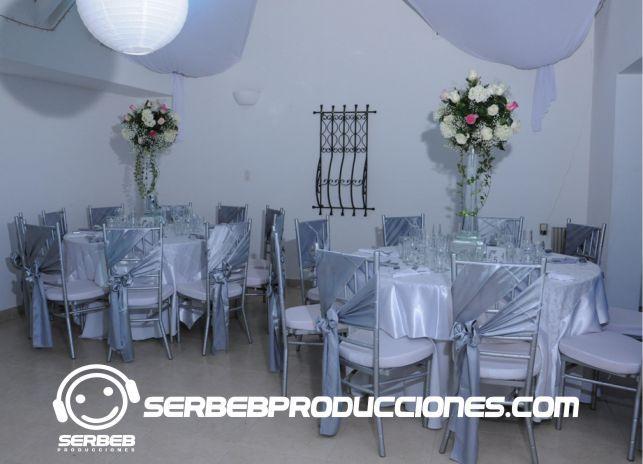 Mesas Redondas para 10 invitados.
