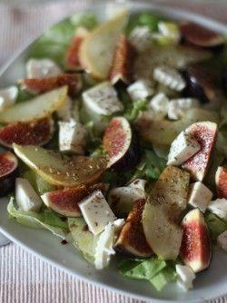 Салат с козьим сыром, инжиром и грушами: Все мы любим вкусные салаты, предлагаю вашему внимаю очень вкусный и интересный салат. Он очень хорошо...