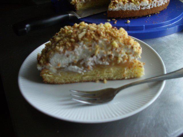 Das perfekte Rhabarber - Krokant -Kuchen-Rezept mit Bild und einfacher Schritt-für-Schritt-Anleitung: rhabarber schälen und in würfel schneiden - 80 g…