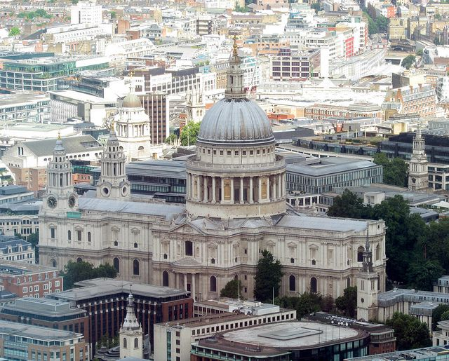 St Paul's Cathedral - One of the oldest buildings in London, this amazing structure is bursting with history, religion and culture. The great architecture of this very famous building is huge tourist attraction for people all over the world.