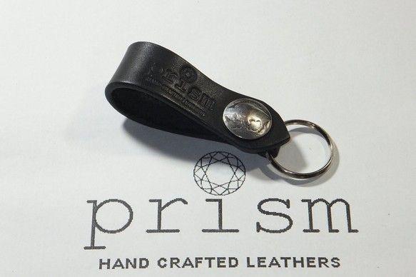■今回出品した作品は・・・ 黒色(ブラック)のヌメ革(サドルレザー)のキーフォブです。留め具部分に21mm径のバッファローのコンチョを使って、お洒落な感じに仕... ハンドメイド、手作り、手仕事品の通販・販売・購入ならCreema。