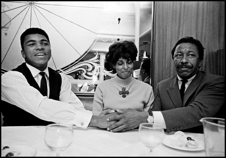 GREAT BRITAIN. London. 1966. Muhammad ALI in a restaurant with photographer Gordon PARKS and his wife....Magnum Photos - Thomas Hoepker