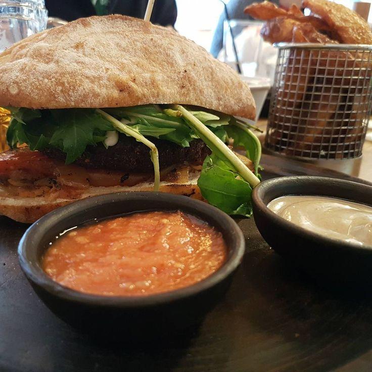 El segundo mejor sandwich de santiago...lo dicen ellos mismos! Capicua en manuel montt. una carta bien especial, con bocadillos para cada región de chile. Vale la pena.