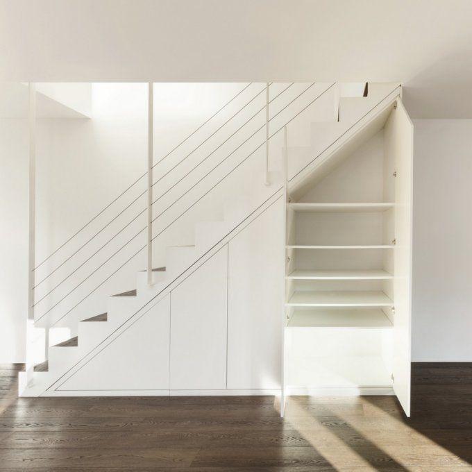 Gagner de la place en aménageant le dessous d'un escalier