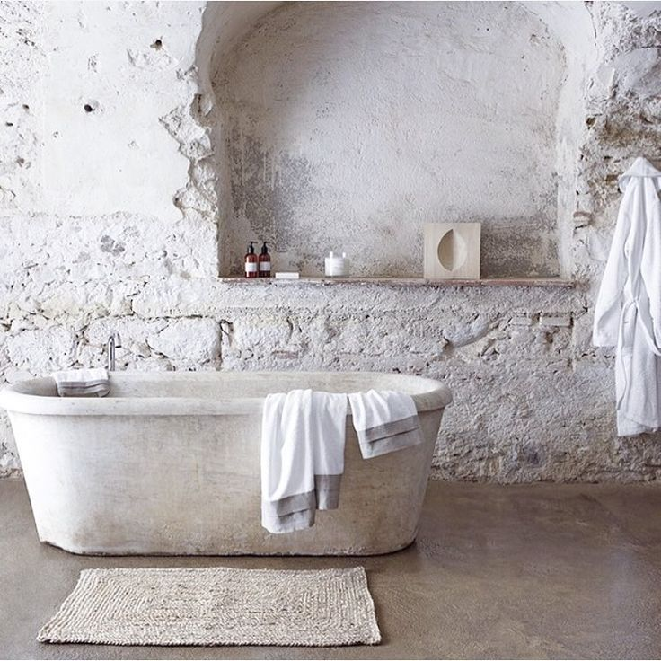10 ways to make a monochromatic bathroom work - Space & ShapeMonochromatic bathrooms have to be one of my favourite interior decorations there are out there. However, the one-colour style can often be a little bit boring if not done right. Internet is a brilliant source of inspiration and it's full of interesting ways to get a monochromatic look.