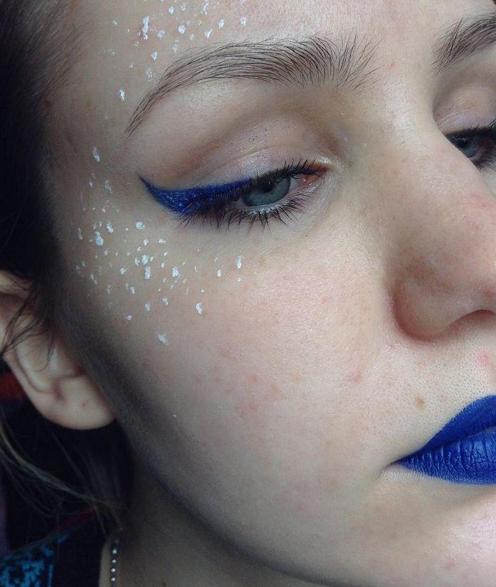 Ψεύτικες χρωματιστές φακίδες -Κι όμως, είναι η νέα τάση στο μακιγιάζ [εικόνες]