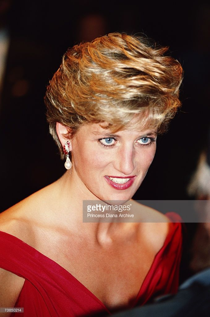 Princess Diana (1961 - 1997) wearing a Victor Edelstein evening dress to a performance of the opera 'Salome', Tokyo, November 1990.