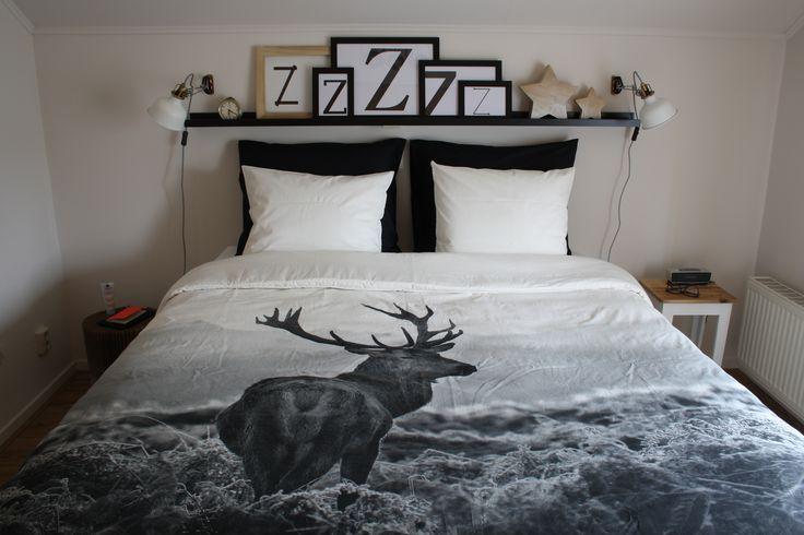slaapkamer make over: zwart, wit, hout, landelijk, Scandinavisch, stoer, dekbedovertrek met print van hert, sterren, zzz