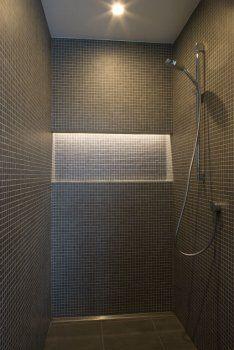 Verlichte nis in douche
