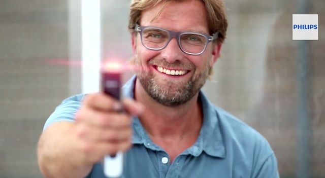 Sponsored Video: Jürgen Klopp präsentiert den Philips Beard Trimmer 9000 (Clip)
