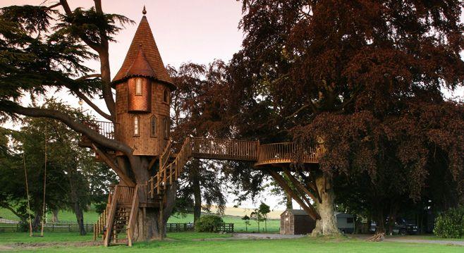 Turret tree house.: Trees Houses Dreams, Dreams Home, Trees Forts, Tree Houses, Treehouse, Castles Houses, Guest Houses, Awesome Trees Houses, Dreams Trees Houses