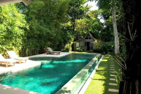 The pool in my Umalas villa rental, near Seminyak. A lot of greenery and a vintage Gladak (wood shed from Java) in the back, as a 3rd bedroom