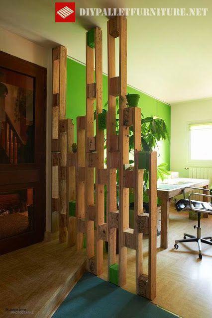 División entre espacios realizada con palets