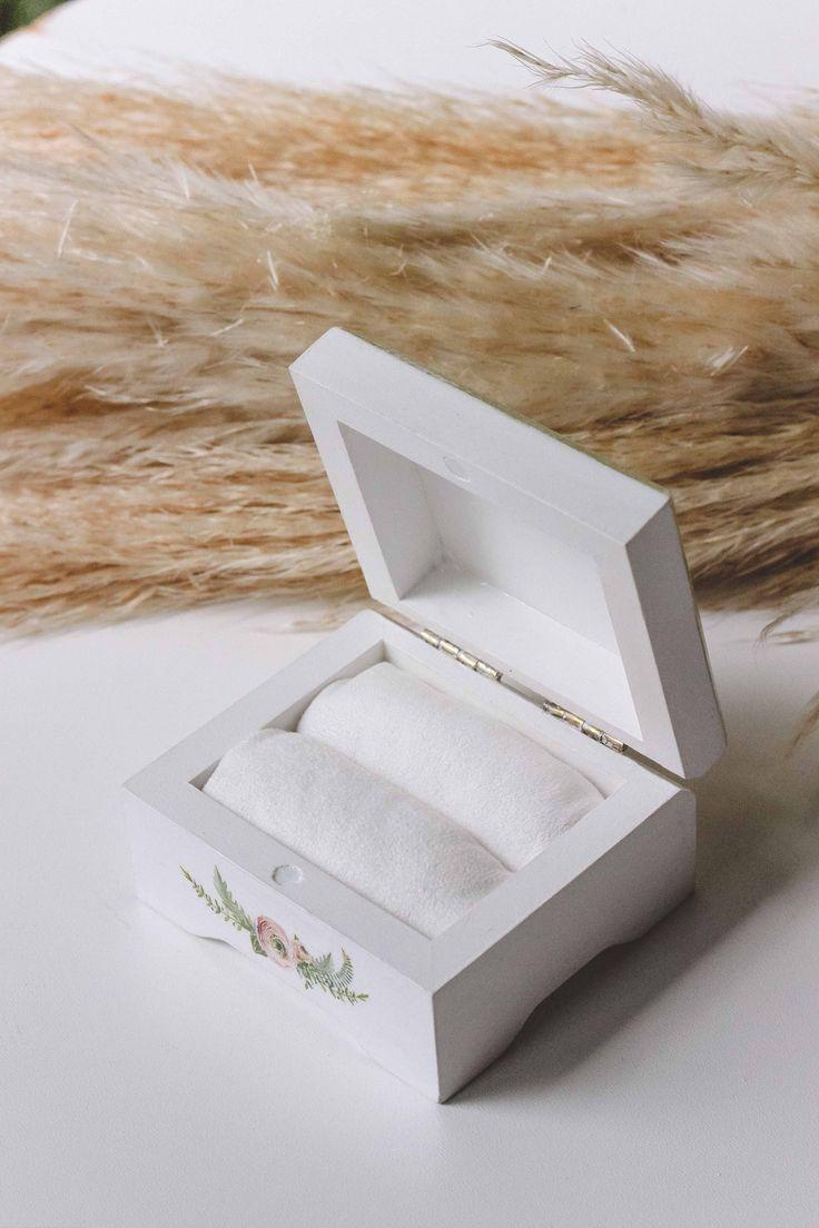 Свадебные шкатулки для колец ◈ Авторский Киоск Свадебная шкатулка для обручальных колец от мастерской Авторский Киоск  Размер 9х8см, высота 5,5см Валики из нежного бархата для ваших колечек