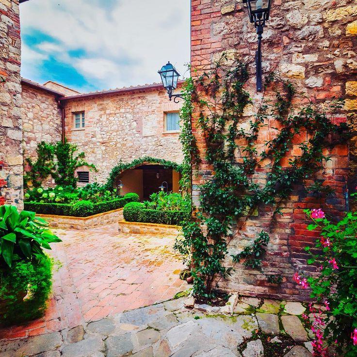 Borgo San Felice #tuscanybuzz #instatuscany #tuscanygram #igtuscany #ig_tuscany_ #igerstuscany #loves_toscana #toscana_super_pics #ig_toscana #igerstoscana #volgotoscana #toscana #tuscany #volgoarttoscana #tuscanyexperience #yallerstoscana #toscana_amoremio #igersiena #igers_siena #ig_siena #siena #volgosiena #valdorcia #chianti #winery #wine #chianticlassico #sangiovese #winetasting #borgosanfelice