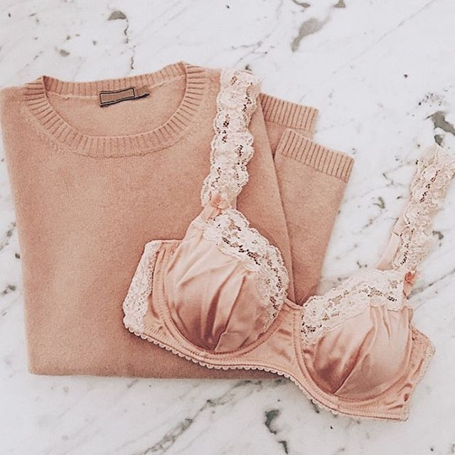 Pretty peach silk vintage-inspired bra by Mimi Holliday called 'Peach Blossom'  How adorable are the lace shoulder straps ✨