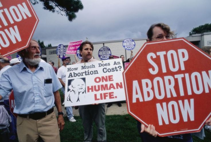 Members of the extreme anti-abortion groups Operation Rescue protest outside a clinic in Little Rock. (Gregory Smith via Getty Images)
