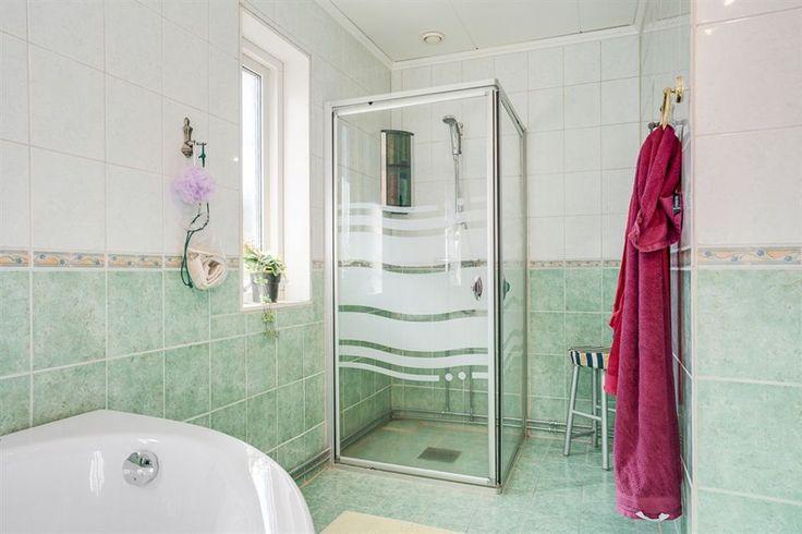 Dusch, golvvärme och handdukstork