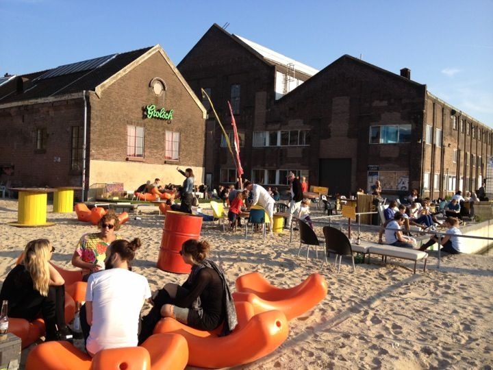 Roest - It is a bar, a theatre, an exhibition space, but also a city beach and a concert hall. Essentially, Roest is a creative place, an experiment that is open to innovative ideas.