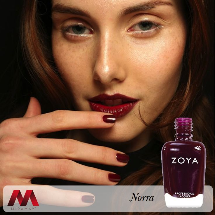 Moda dünyasının büyülü tasarımlarından ilham alan Zoya, Zana Bayne defilesinde herkesi kendisine hayran bıraktı.